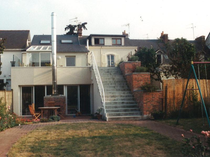Transformation atelier désaffecté en maison individuelle avec terrasse et jardin - Le Mans